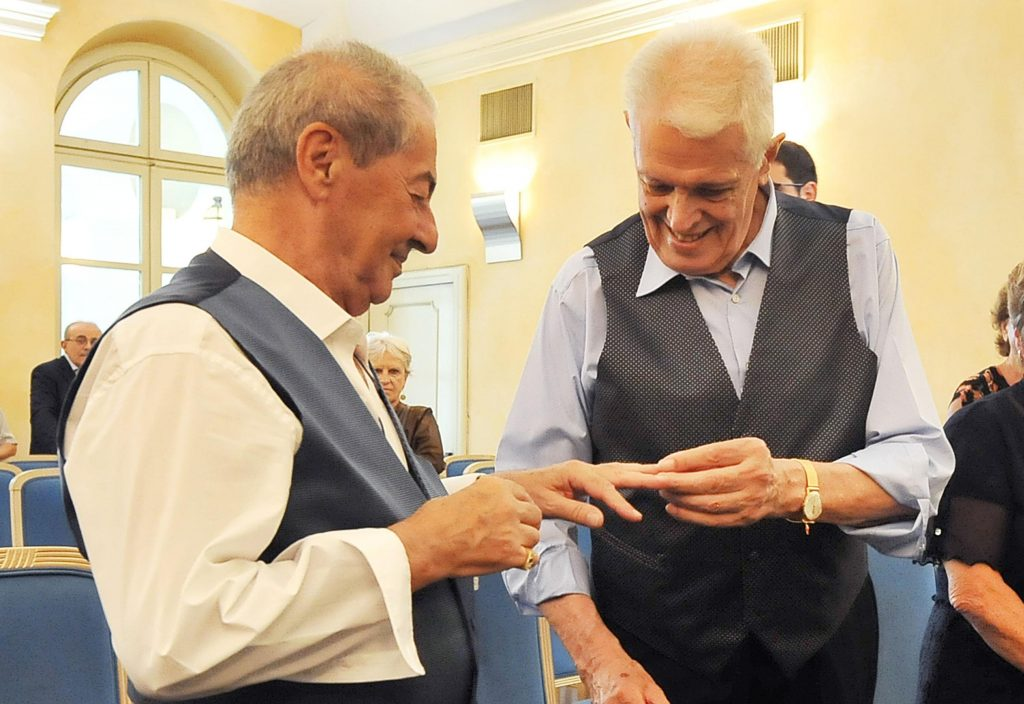 Sites proches de Rencontre entre gay seniors