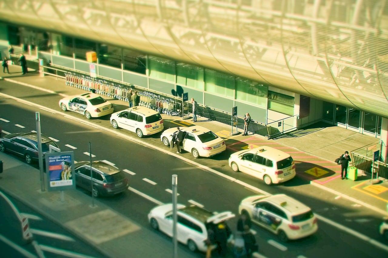 Réservation d'un taxi à l'aéroport de Paris BVS pour un transfert vers Roissy CDG